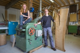 Utrecht - Bart Bruggink en Ilse Wijma in hun werkplaats van de Kalander Meubelmakerij.