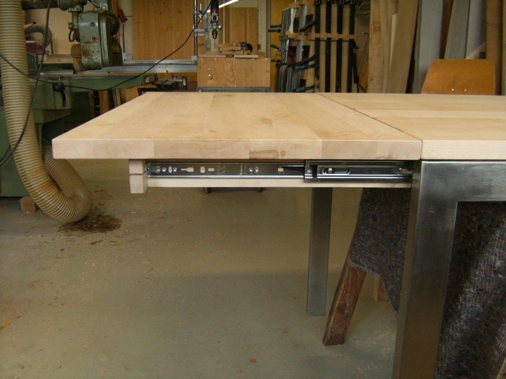 Een uitschuifbare tafel op maat kalander meubelmakerij for Zelf een tuintafel maken